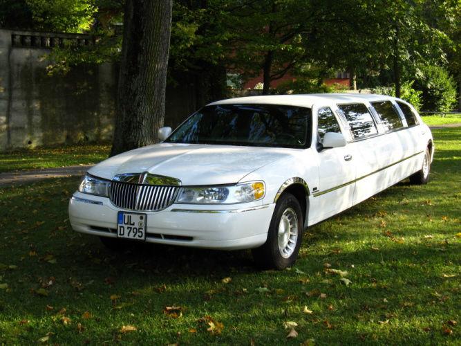 Beispiel: Limousine weiß, Foto: Limousinen Service Ulm.