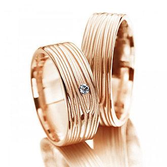 Beispiel: Trauringe Rotgold, Foto: Juwelier Binder.