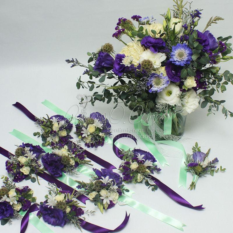 Ramo de novia y accesorios florales (boutonniere para novio y corsages para damas)