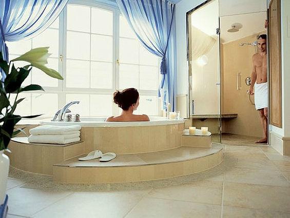 Beispiel: Badezimmer in den Residenzen, Foto: Travel Charme Kurhaus Binz.