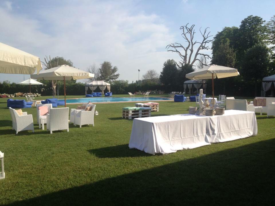 allestimento giardino piscina