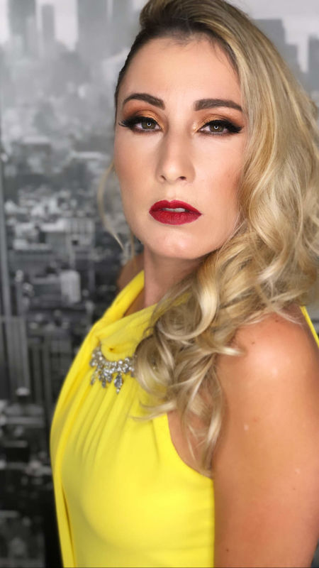 Adriana Mendes - Makeup Artist and Hair Stylist