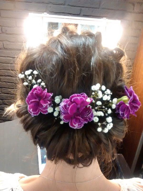 Pruebas con recogidos muy naif y flores adornando el cabello !!