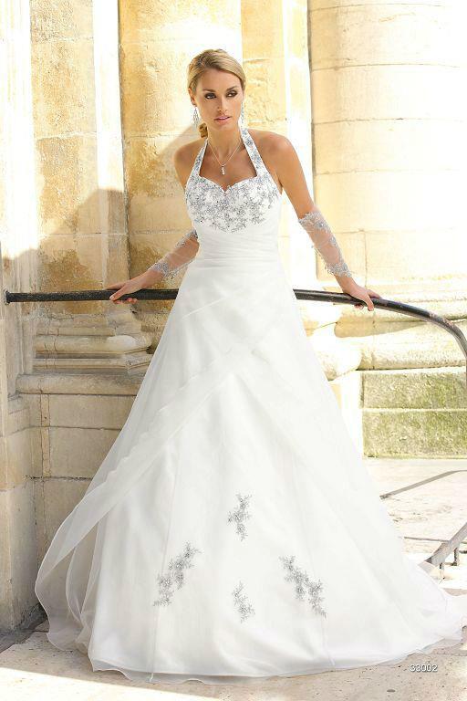 Beispiel: Wunderschöne Brautmode, Foto: Sanela Brautmoden.