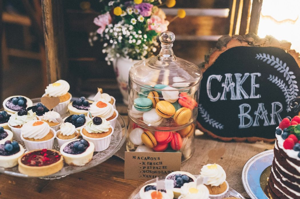 Beispiel: Cake Bar, Foto: Kreativ Wedding Fotografie