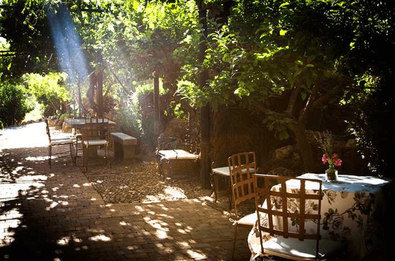Los juegos de luces naturales llenan de romanticismo los jardines