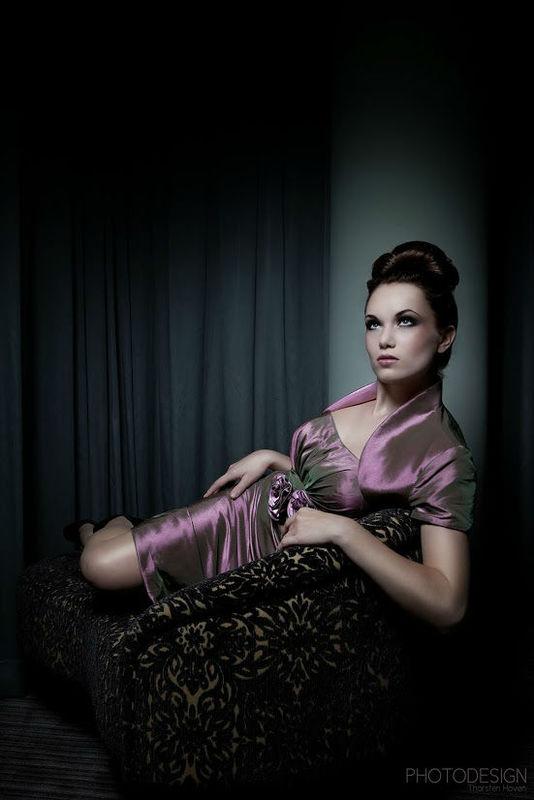 Beispiel: Abendkleid, Foto: AMV Braut- und Abendmode.