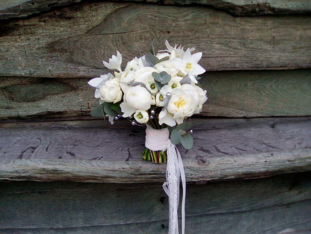 Bouquet de mariée gris et blanc