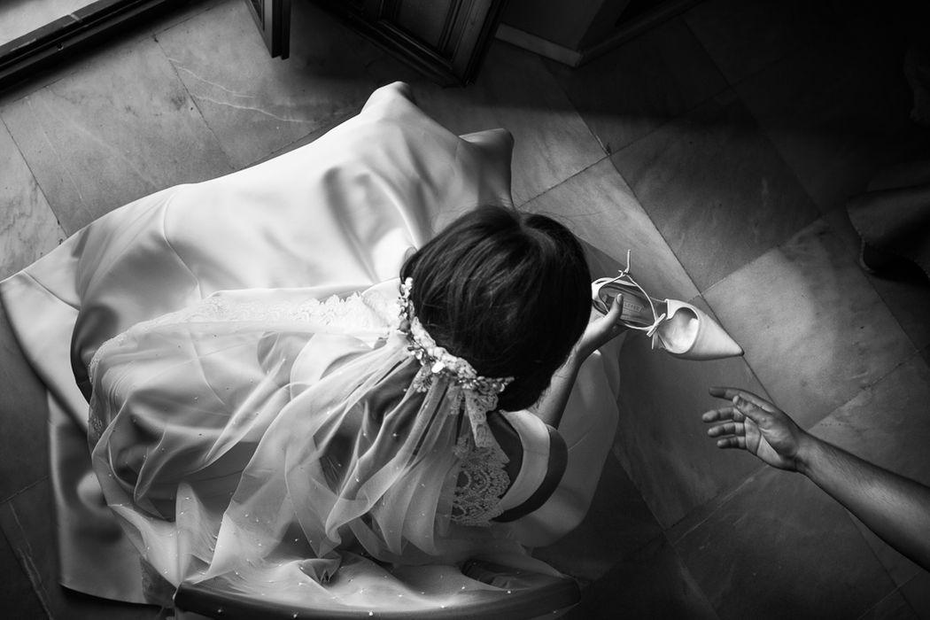 Foto de preparativos de boda. Los zapatos de la novia se pueden fotografiar de otra forma.