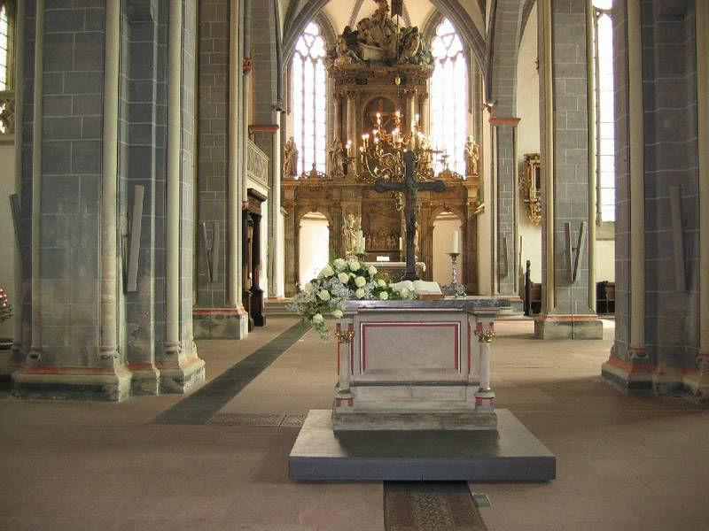 Beispiel: Kirchenschmuck, Foto: Blumenwerkstatt - Dorothee Meyer.