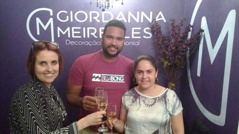 Brindando assinatura de contrato com noivos Leidiane e Antônio