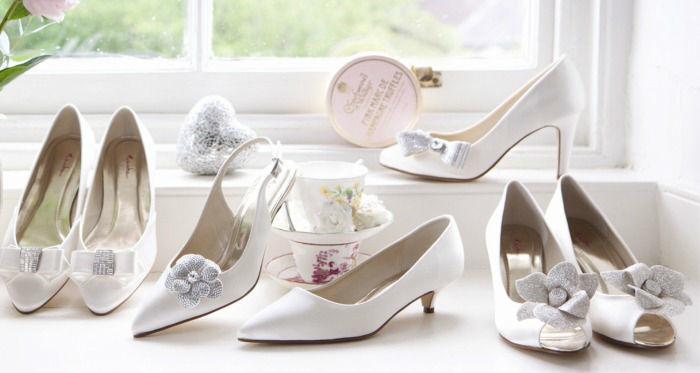 Beispiel: Große Auswahl an Brautschuhen, Foto: Braut Boutique.