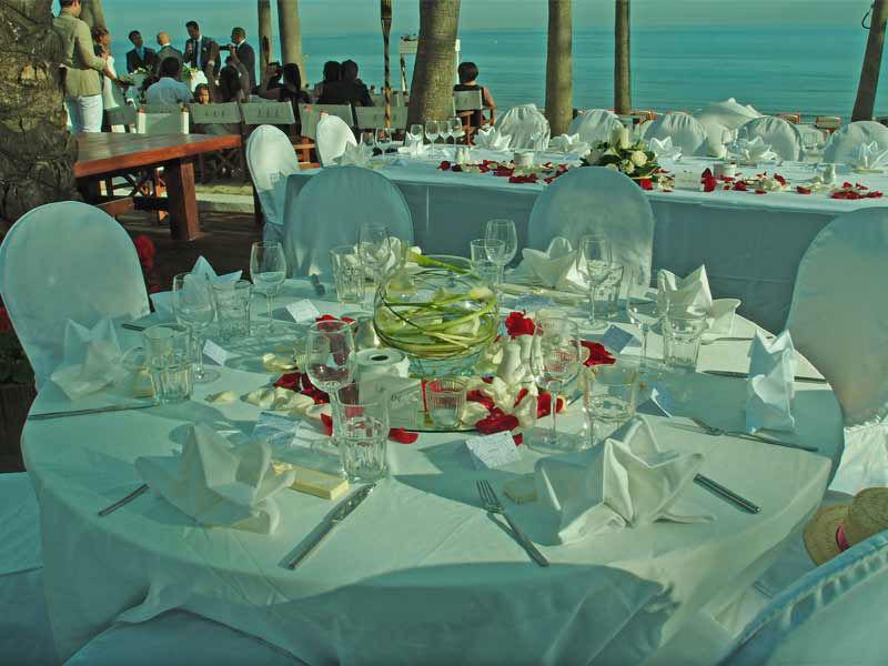 Repas de mariage en bord de mer