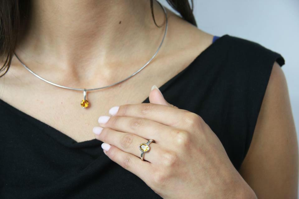 Abbina anelli e collane su 21Diamonds, personalizzando il tutto!