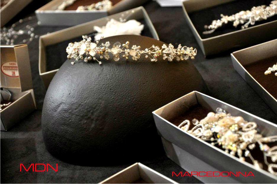Diadema en pedrería fusión y perlas