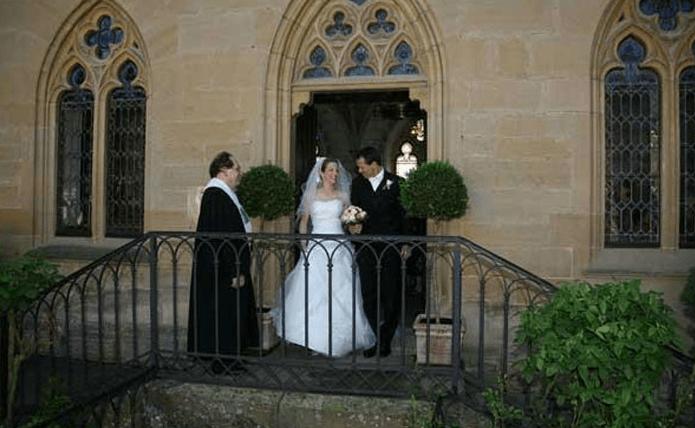 Beispiel: Brautpaar verlässt die Schlosskapelle, Foto: Schloss Weitenburg.