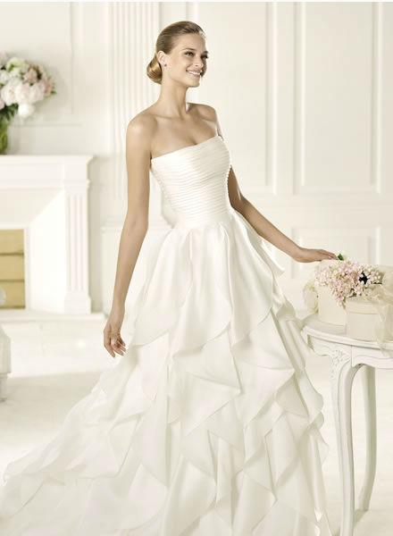 Beispiel: Kompetente Beratung bei der Suche nach dem Brautkleid, Foto: Zoro Sposa.