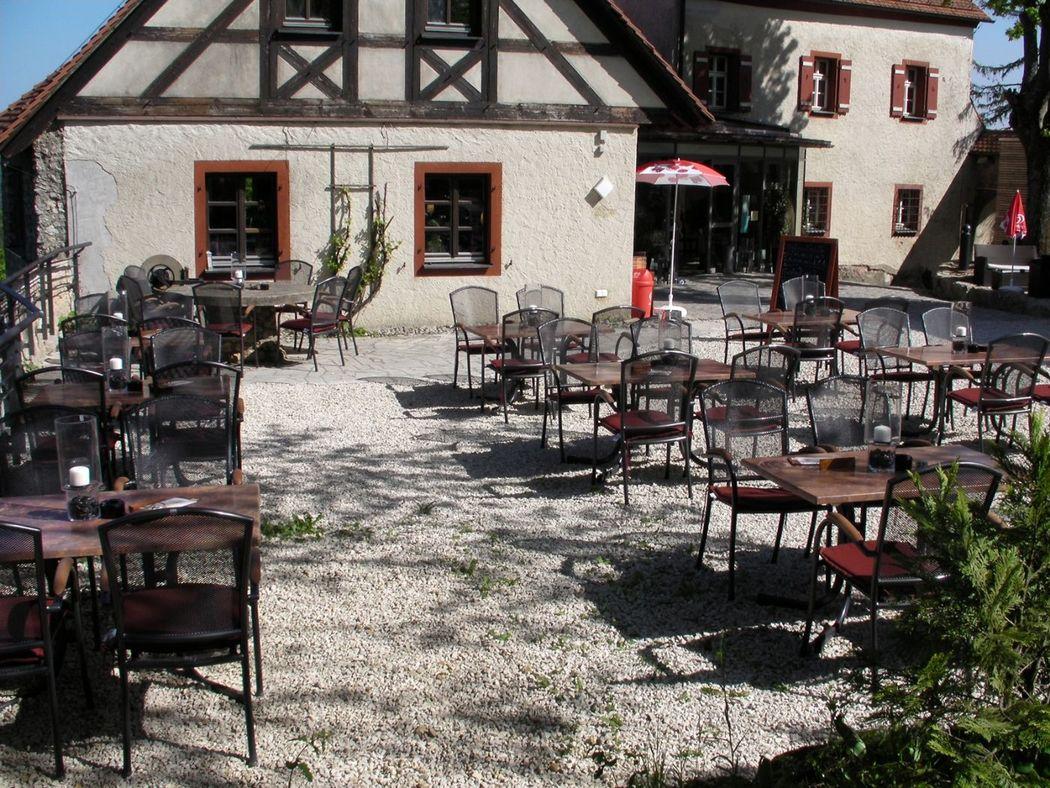 Beispiel: Biergarten, Foto: Restaurant Touché - Burg Hartenstein.