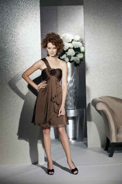 Beispiel: Mode für Hochzeitsgäste, Foto: Bea's Brautmode Festkleider.