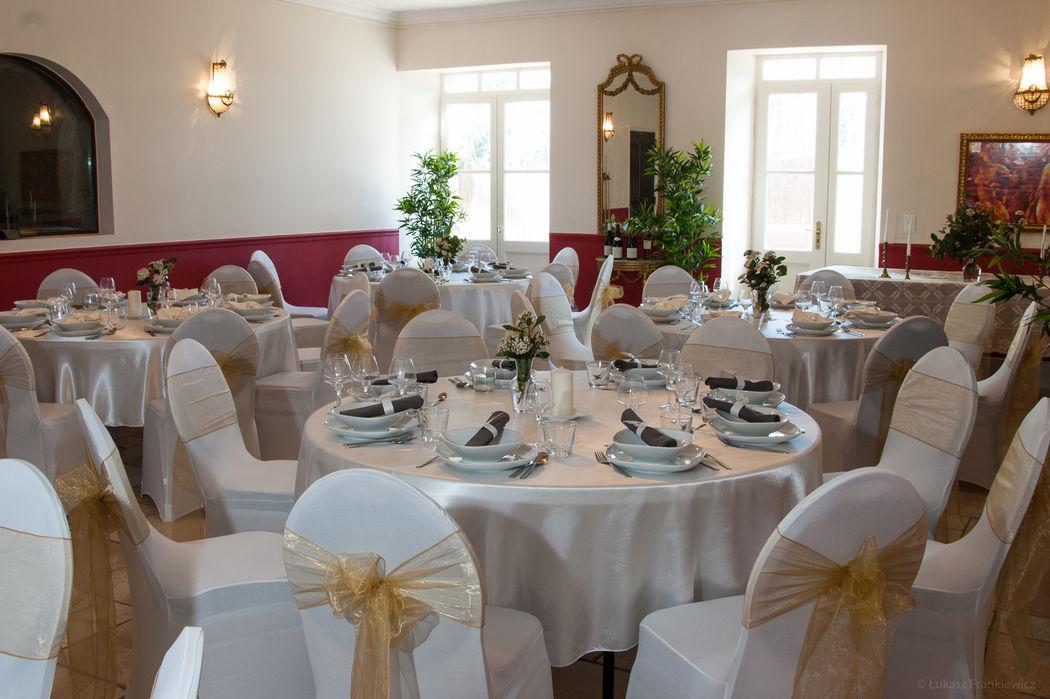 Salle de réception pour 6 tables