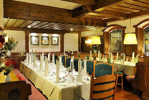 Beispiel: Restaurant, Foto: Hotel Hubertushof Anif.