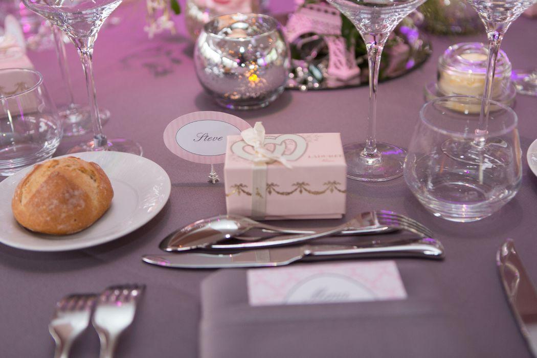 Du rose poudré pour une réception romantique.