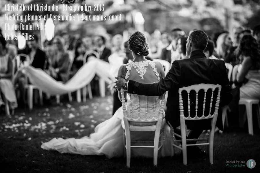 A deux mains tenant, organisateur de mariages, spécialisé dans la cérémonie laïque depuis 2005.