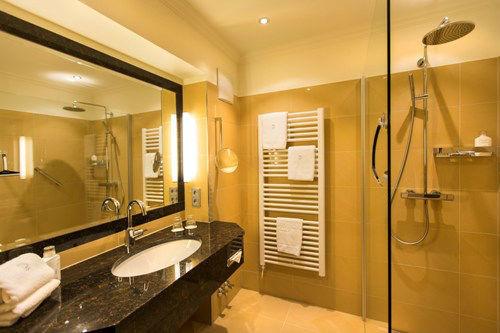 Beispiel: Hotelzimmer, Foto: Hotel Hubertushof Anif.