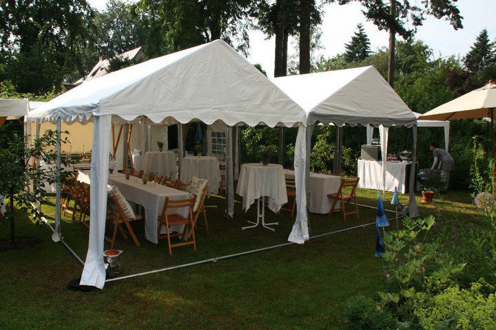 Beispiel: Catering im Partyzelt, Foto: Floris Catering.