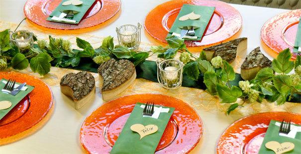 Beispiel: Tischdekoration zur Hochzeit im Landhausstil, Foto: Tischdeko-Shop.de.