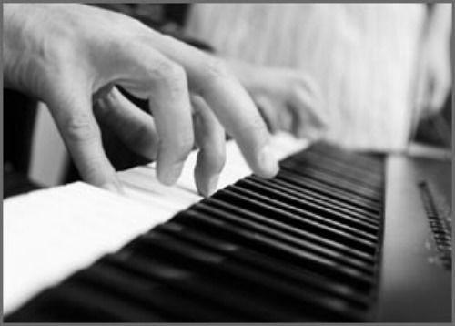 Beispiel: Am Piano, Foto: Haute Couture.