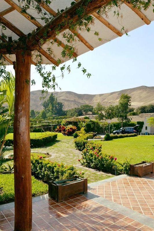 Vista de los jardines desde el porche