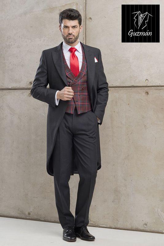 Alquiler de Chaqué gris marengo con chaleco escocés rojo