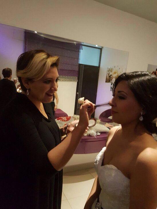 ATENCION VIP Fer Maquillaje Profesional Atendemos a las Novias en la Recepción para que se vea Radiante en su Matrimonio. Servicio Opcional , penado para que todos disfruten este acontecimiento , por ello contratan profesionales.  FER