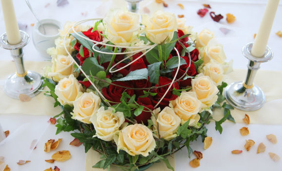 Beispiel: Blumengesteck, Foto: Seehotel Luisenhof.