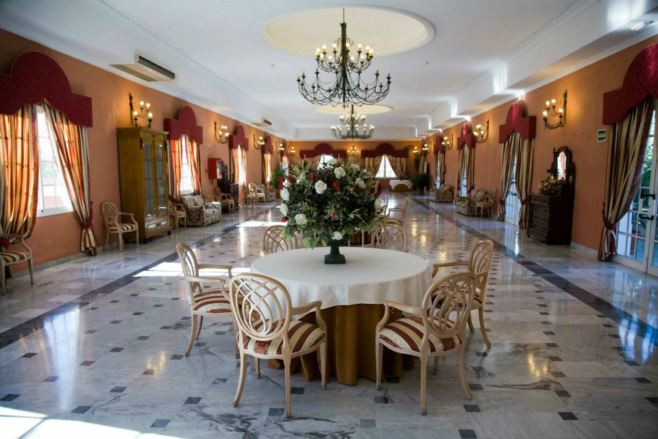 Zona aperitivos y barra libre cubierta. Salón Azahar.Hacienda Azahares.