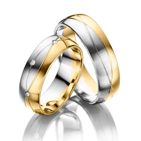 Beispiel: Zweifarbige Ringe, Foto: Acredo Trauringe.