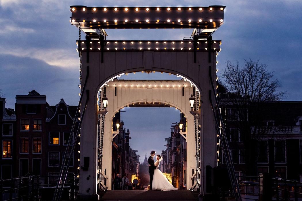 Bruidsreportage in Amsterdam bij de Magere Brug