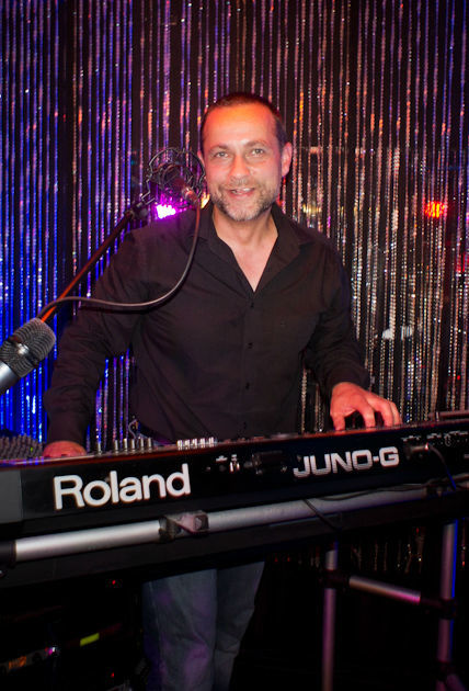 Beispiel: Der Sänger, Foto: Dirk Baumbach Live.