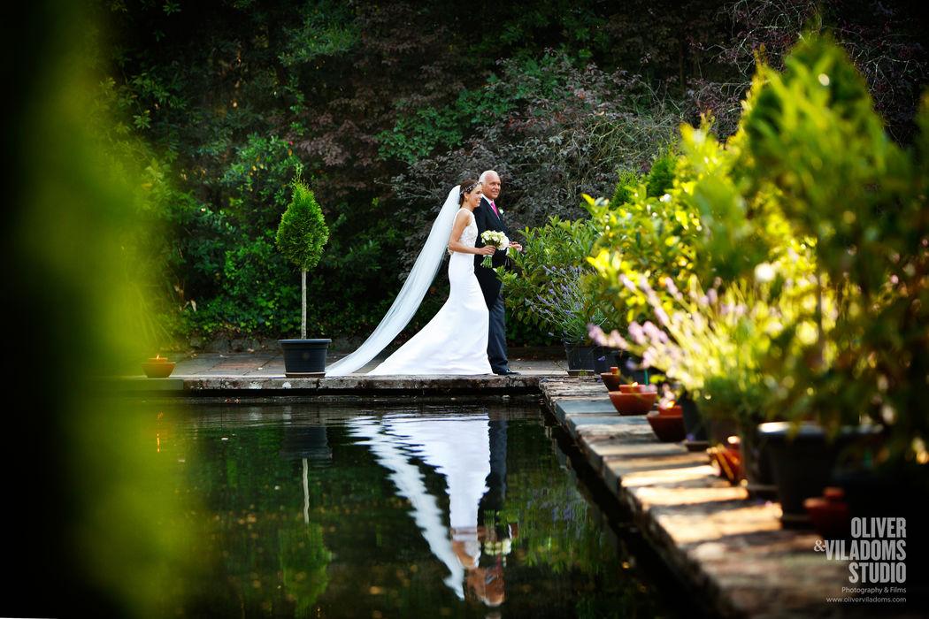 reflejos en el lago de Bellrecó en la entrada de la novia a la ceremonia