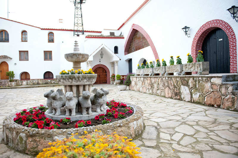 Mas Boronat - Plaza Principal