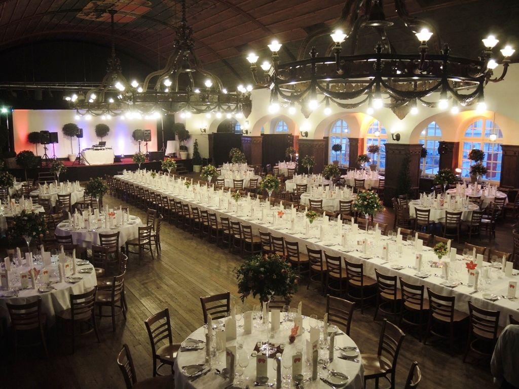 Festtafel und Galabestuhlung im großen Saal