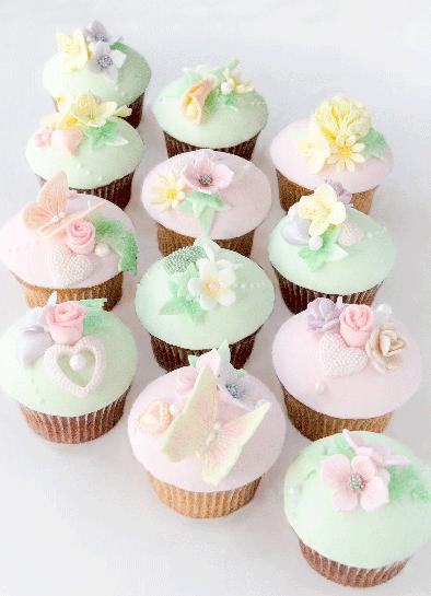 Blütentraum Fondant Cupcakes für Burghochzeit