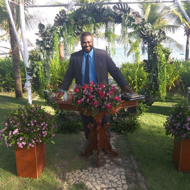 Celebrante Antonio Andrade