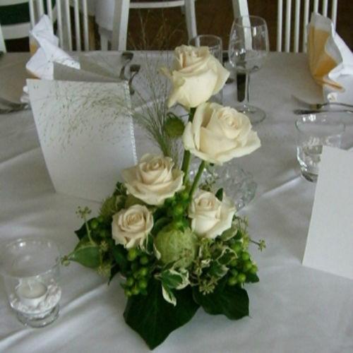 Beispiel: Blumenschmuck für den Tisch, Foto: Blumen Beilner.