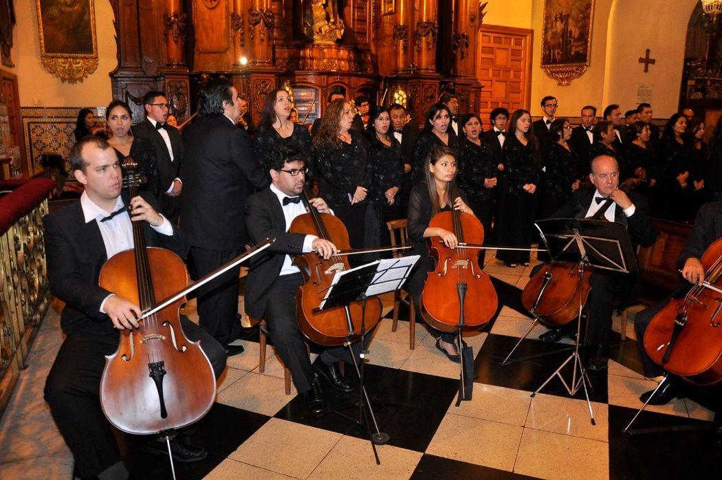 Orquesta de Cámara y Coros presente en las hermosas Bodas de Lima. Aqui en la Iglesia San Pedro de Lima.