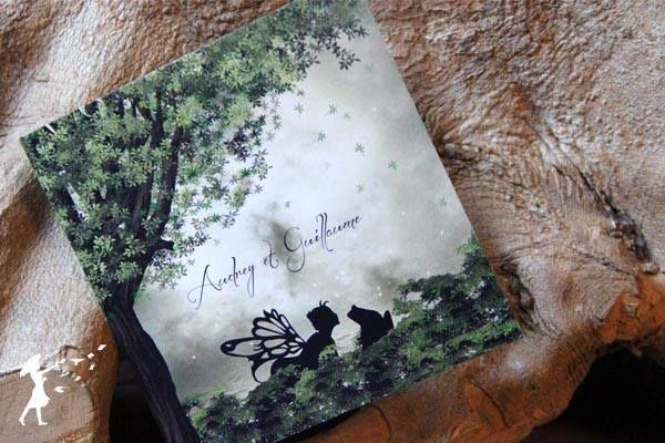 Collection Brocéliandre : Pour les rêveurs, les mariages enchantés et féeriques, la collection Brocéliandre est celle que vous recherchiez. Fascinez vos convives avec l'image d'une forêt enchanteresse qui les laissera impatient de découvrir votre journée magique !