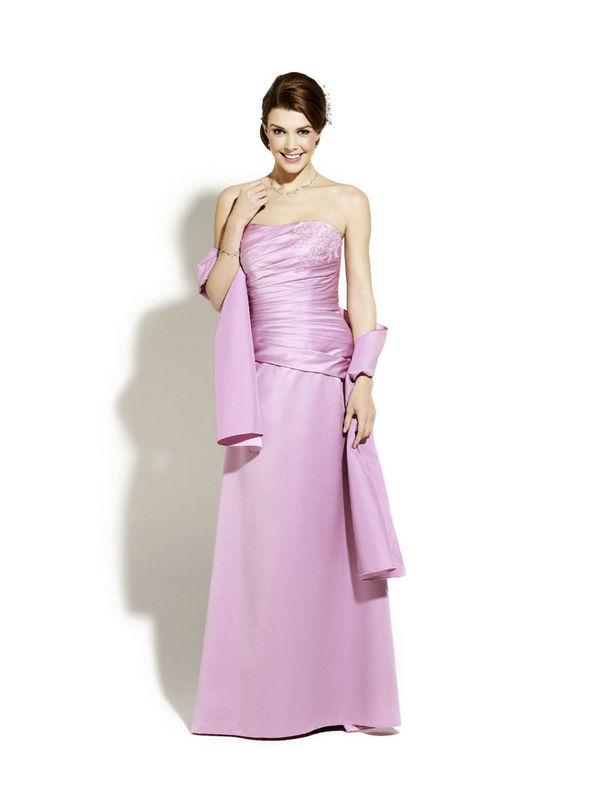 Beispiel: Wunderschöne Abendkleider, Foto: Magy's Brautmode.