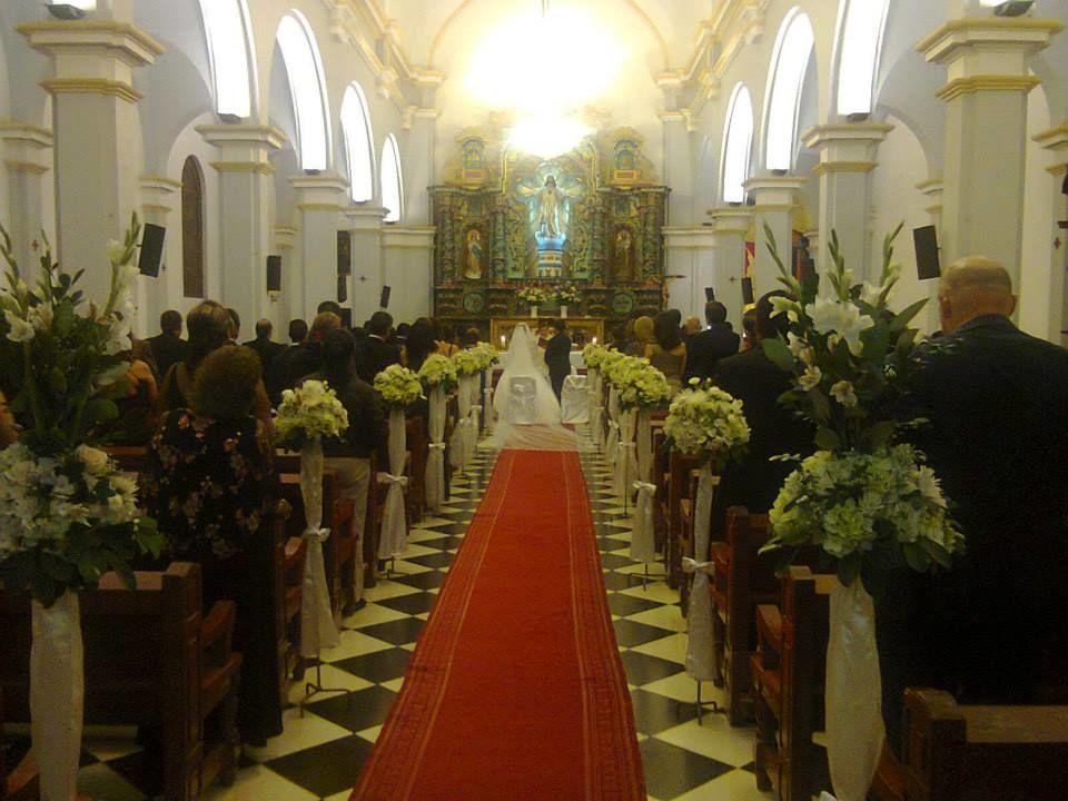 decoramos el camino hacia al altar