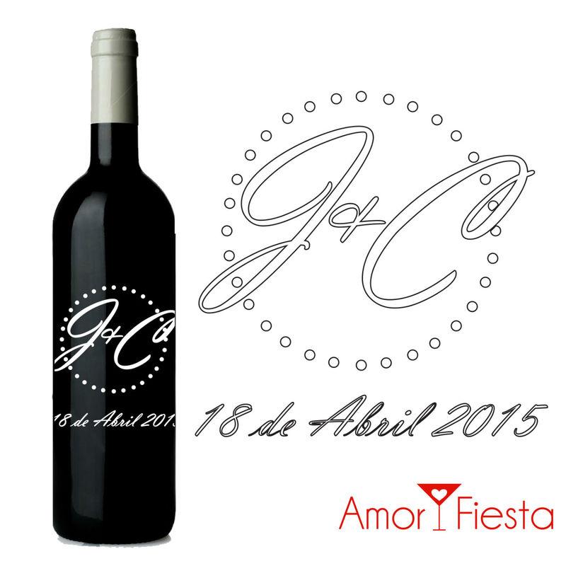 Botellas de vino con gráficos de iniciales personalizados para bodas